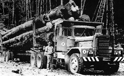 Vintage Kenworth logging truck... Read about the Kenworth connection to Worthington Park HERE!