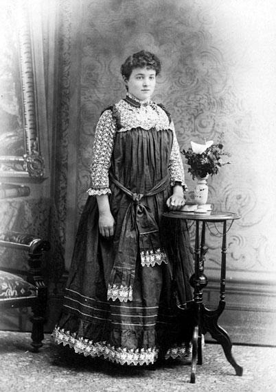 Minnie Kathleen Robertson, adopted the Worthington name